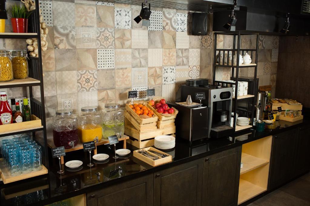 Кухня или мини-кухня в Отель Центральный Барнаул