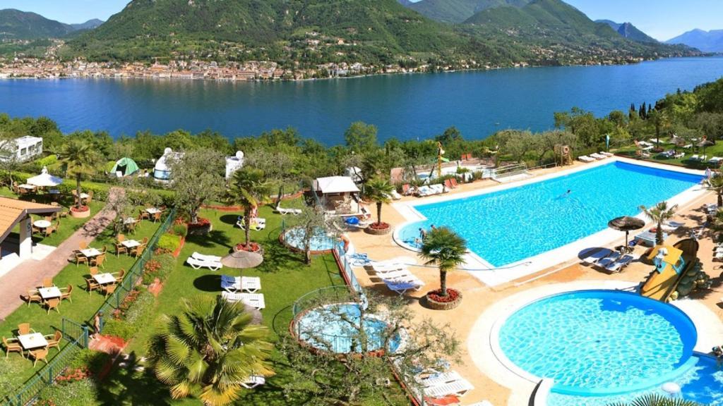 Vista sulla piscina di Camping Weekend Glamping Resort o su una piscina nei dintorni