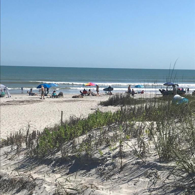 Beach Guest House Cocoa Beach: Vacation Home Salty Serenity Duplex, Cocoa Beach, FL