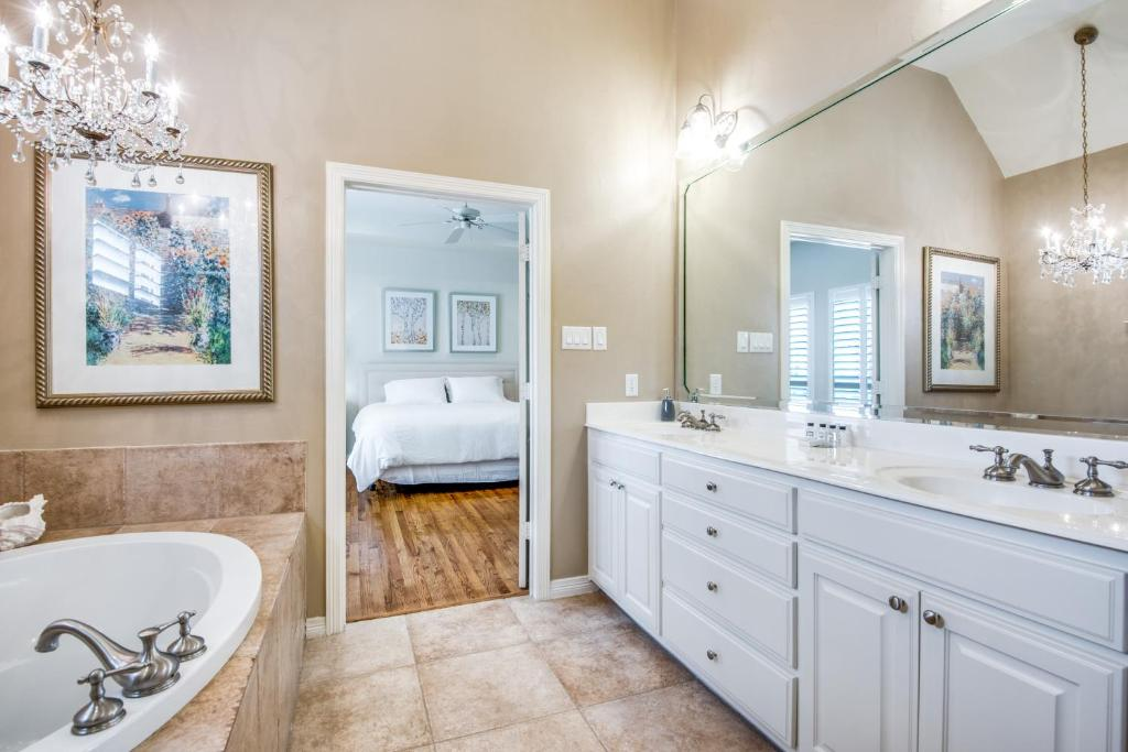 Vacation Home Executive Luxry Townhouse Cowley Tx