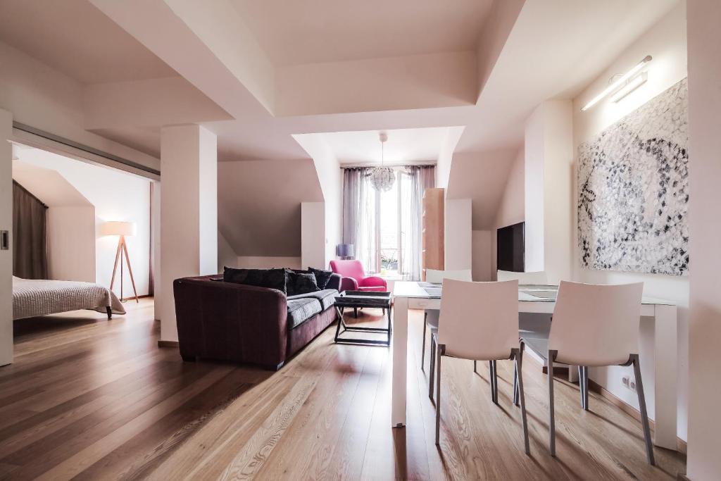 Ein Sitzbereich in der Unterkunft AMAVI Mostecka Apartments