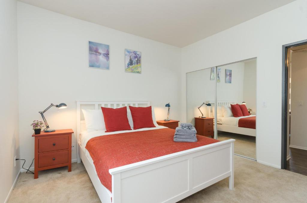 A Bed Or Beds In Room At Studio City Universal Apartments