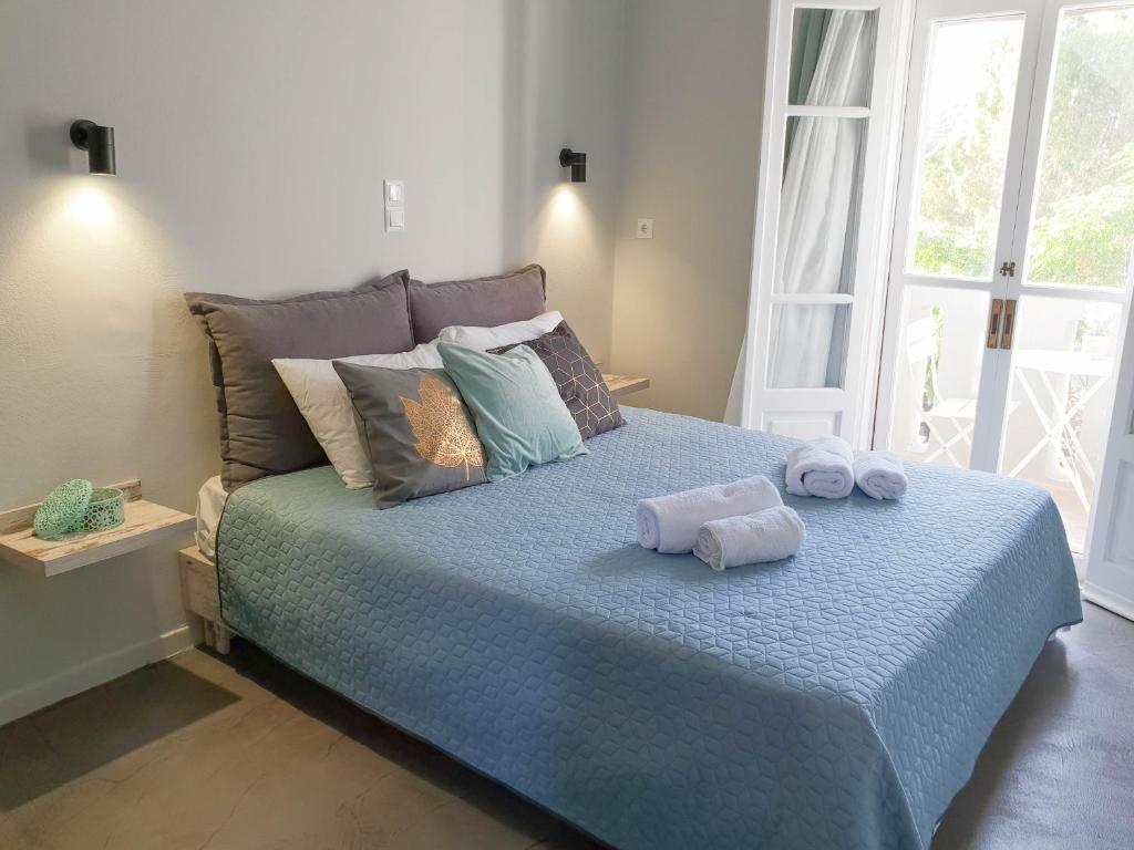 Ένα ή περισσότερα κρεβάτια σε δωμάτιο στο Vathy Studios