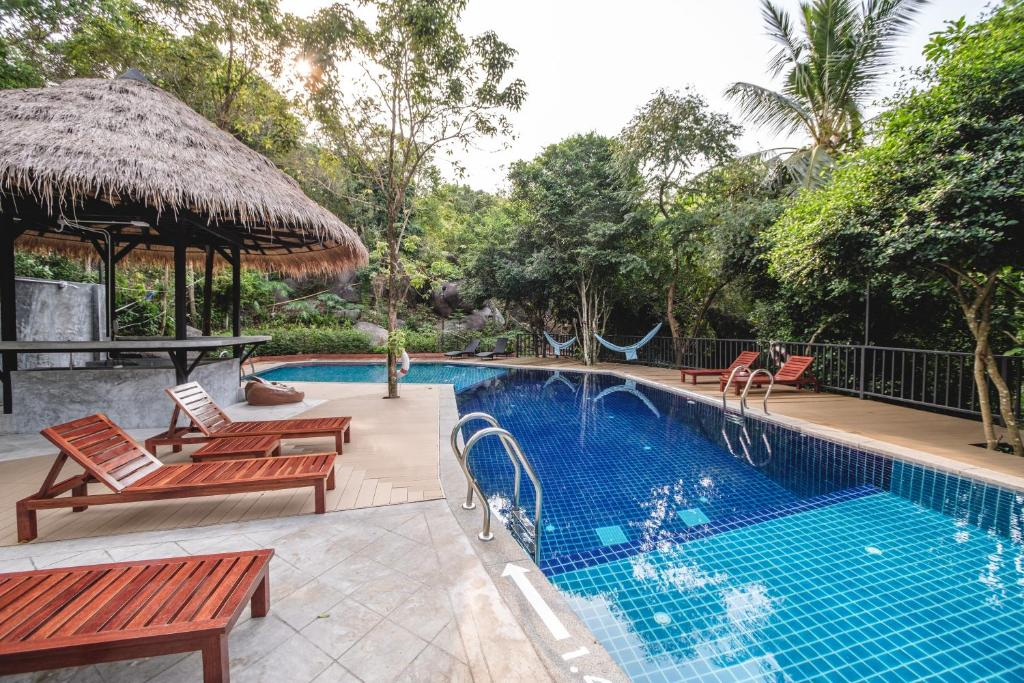 The swimming pool at or near The Dearly Koh Tao Hostel