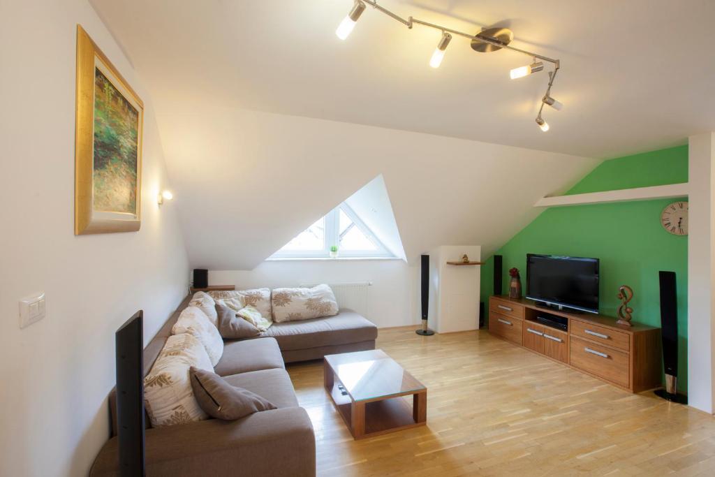 A seating area at Luxury apartment Karolina