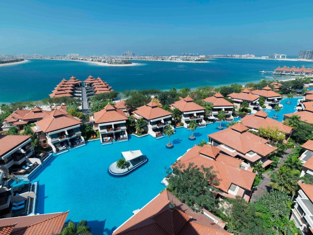 A bird's-eye view of Anantara The Palm Dubai Resort