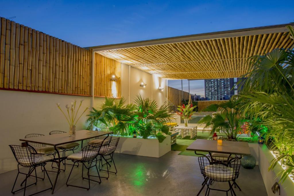Un restaurante o sitio para comer en Elegancia Suites Habana
