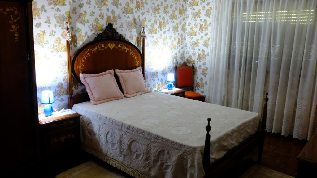 A bed or beds in a room at Casa da Guida