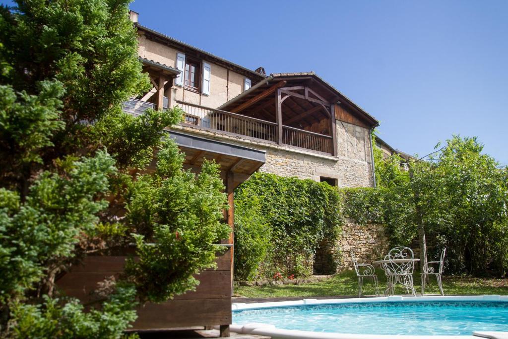 Belle Maison De Maitre Avec Piscine Et Jardin Au Bord D Un Village