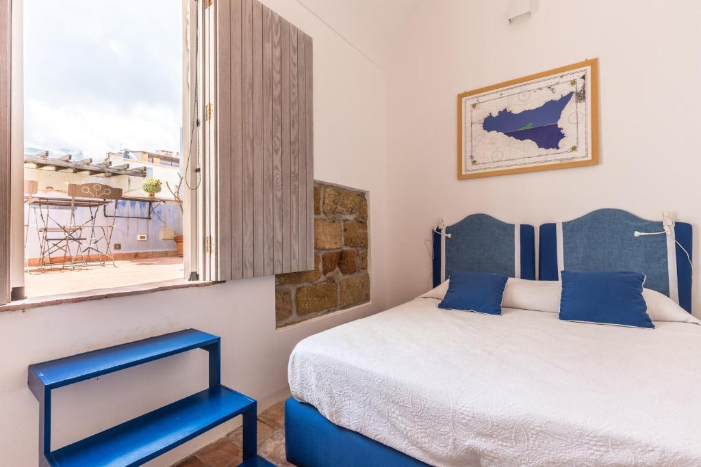 Camere Da Letto Turchese : Casetta turchese con terrazza terrasini u prezzi aggiornati per