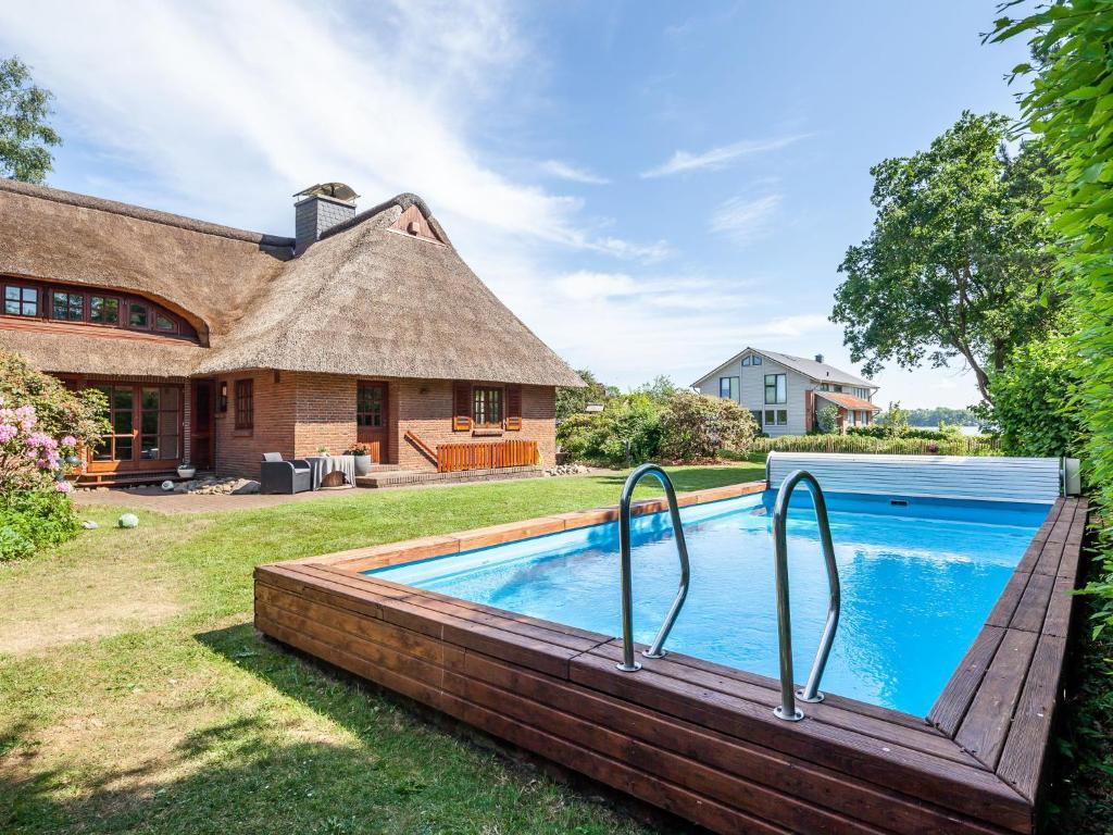 Ferienhaus Reetselig Mit Pool Sauna Kamin Garten Und Seeblick Klein