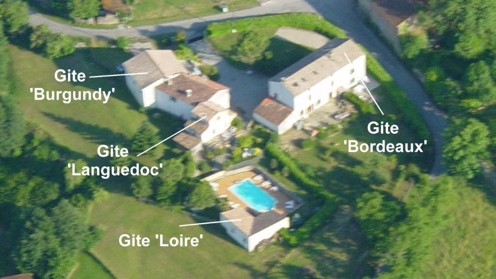 Vue panoramique sur l'établissement Gite complex near Mirepoix in the Pyrenees