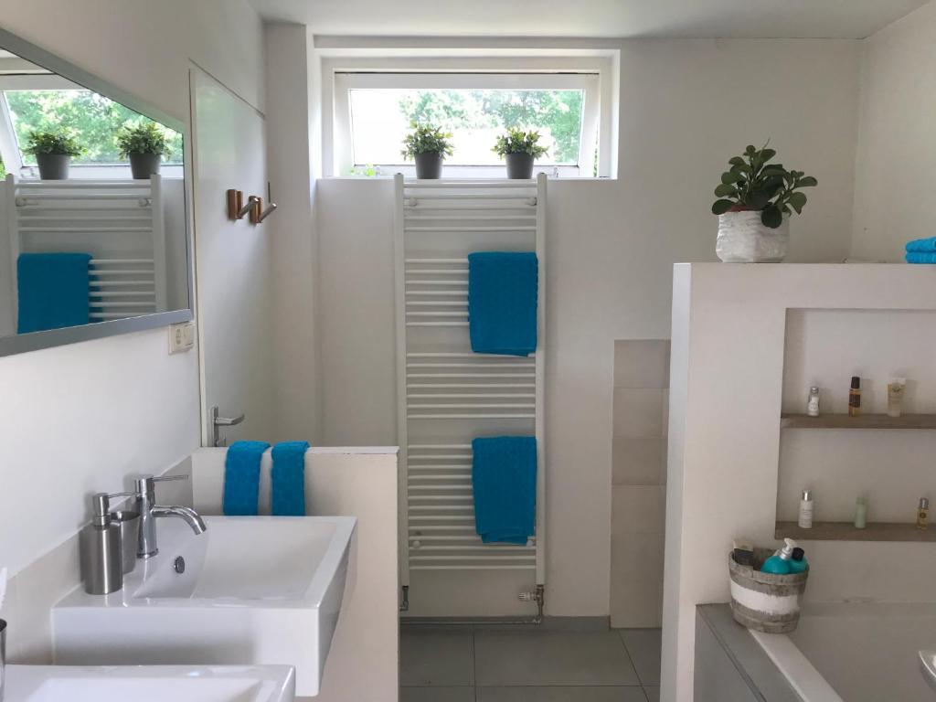 Bed and Breakfast Luxe slaapkamer met badkamer, Baarn, Netherlands ...