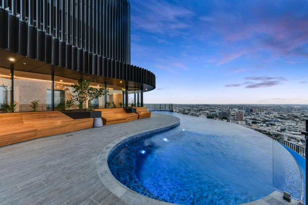 luxury river view apartment with infinity pool brisbane australia. Black Bedroom Furniture Sets. Home Design Ideas