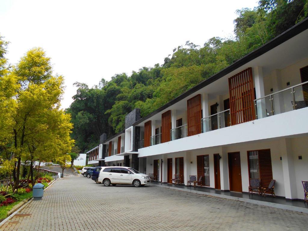 zuri resort cipanas puncak indonesia booking com rh booking com