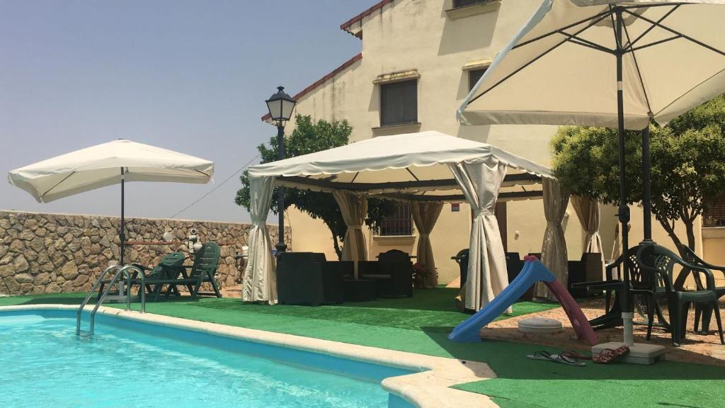 The swimming pool at or near Apartamentos de Astroturismo la Cañada