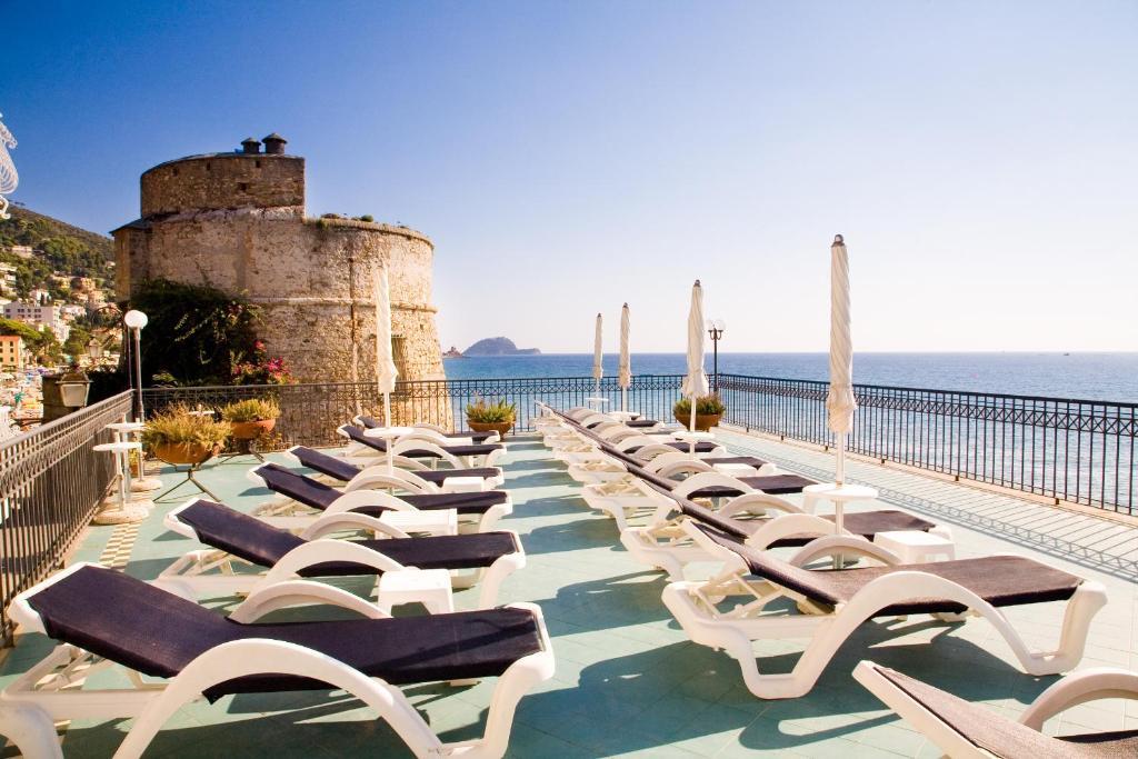 Hotel savoia alassio italy for Hotel milano alassio