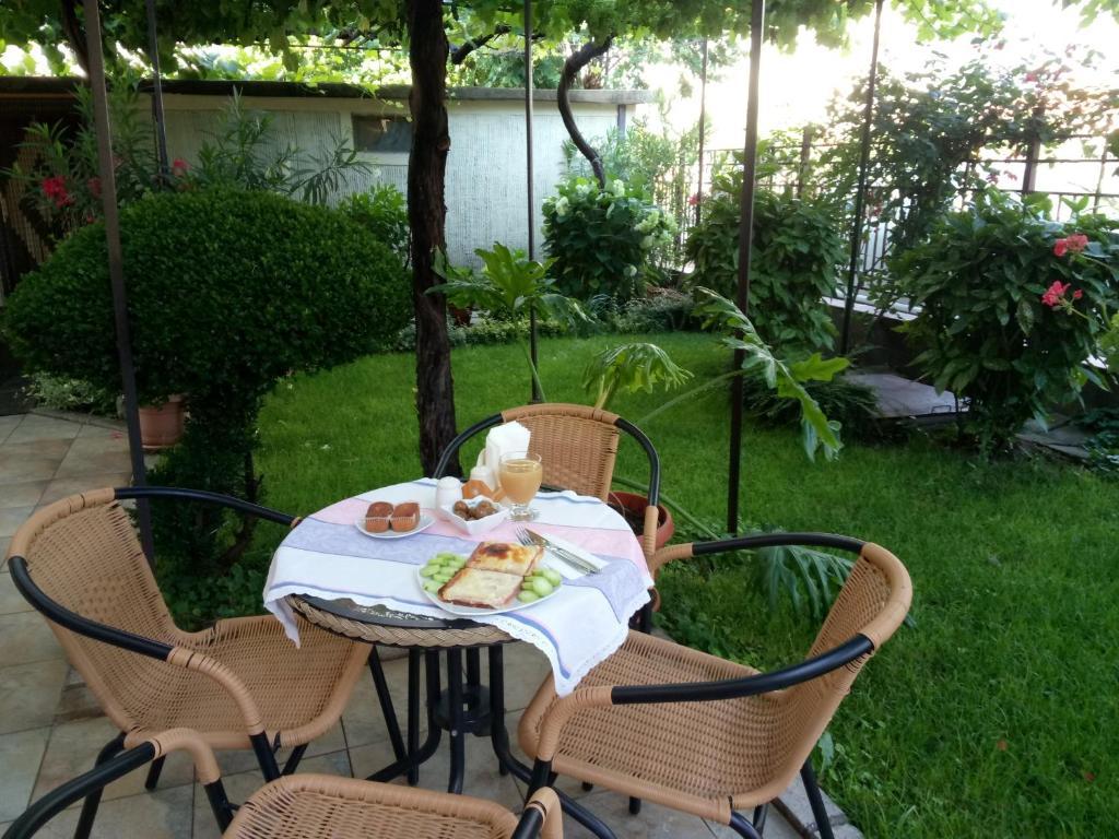 Къща за гости Family Hotel Bellehouse - Черноморец