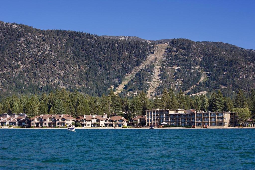 Are adult lake lodging tahoe