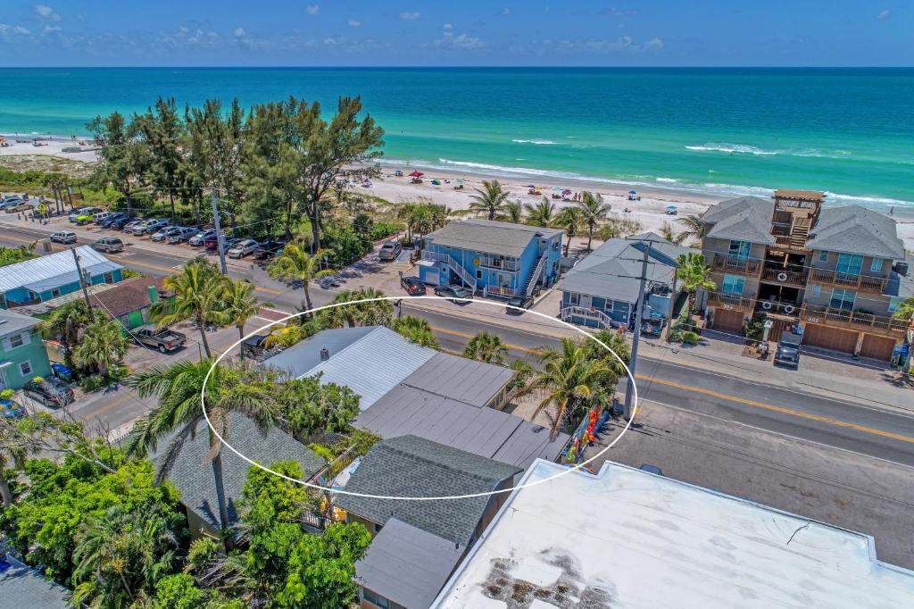 A bird's-eye view of Inn At The Beach Units