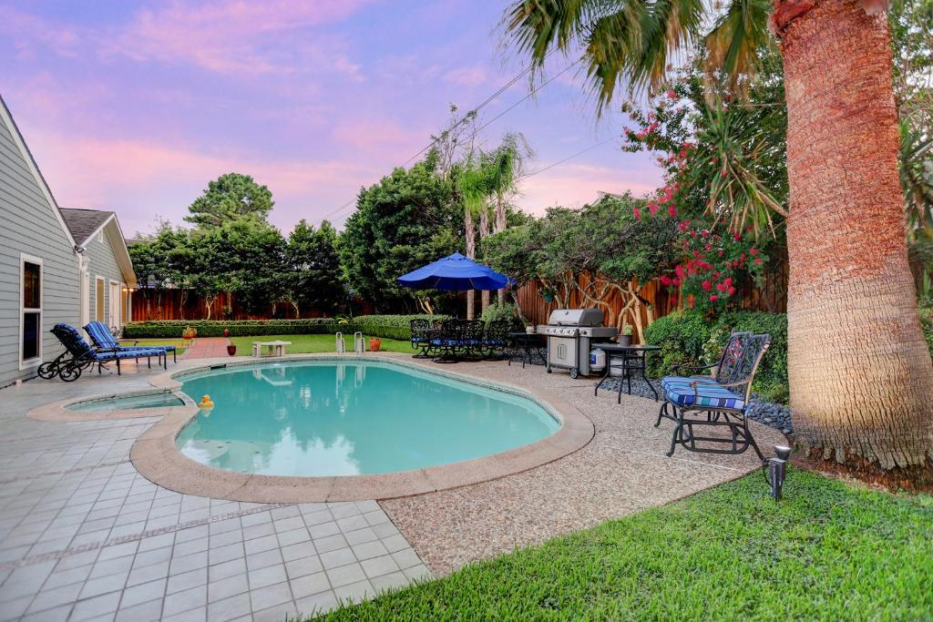 Vacation Home 48 Minutes From Uptown Houston TX Booking Enchanting Houston Outdoor Furniture Property