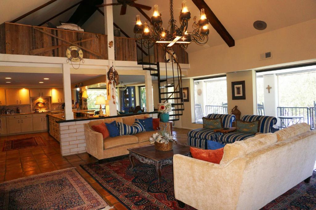 Lakeside Villa Canyon Lake Tx Booking Com