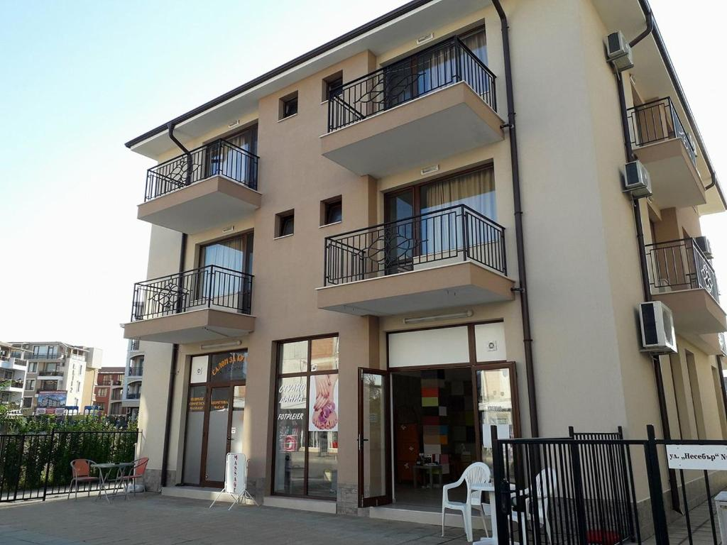 Къща за гости Стаи Карамел - Равда