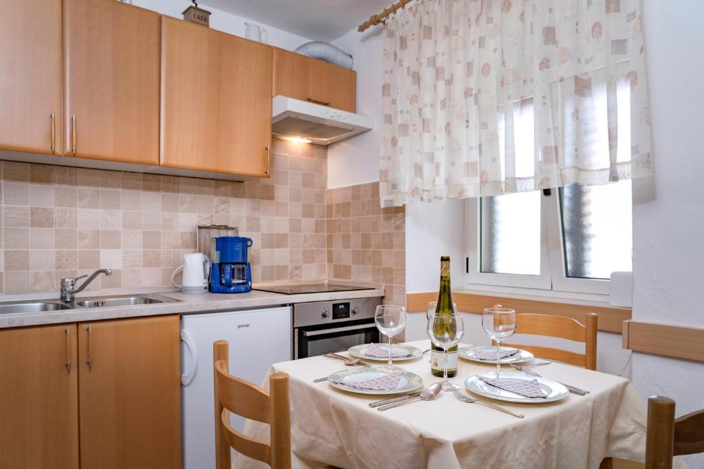A kitchen or kitchenette at Guesthouse Wish