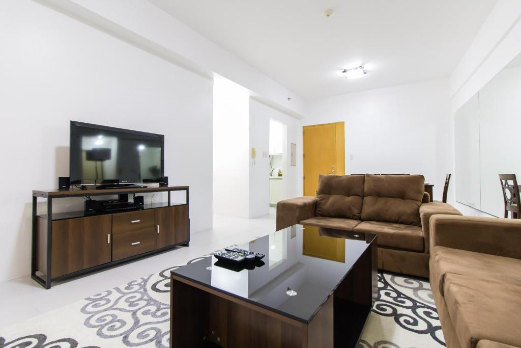 Designers Apartment Golf View Manila Updated 48 Prices Cool Apartment Designers