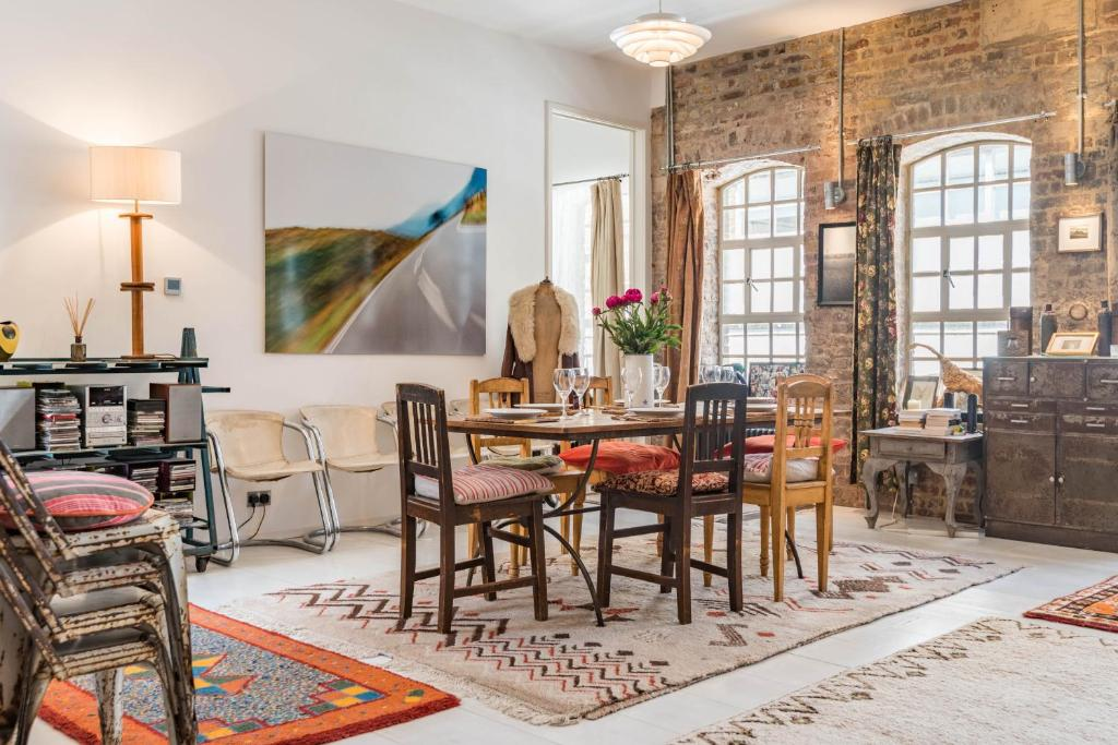 apartment breathtaking bermondsey loft by tower bridge london uk