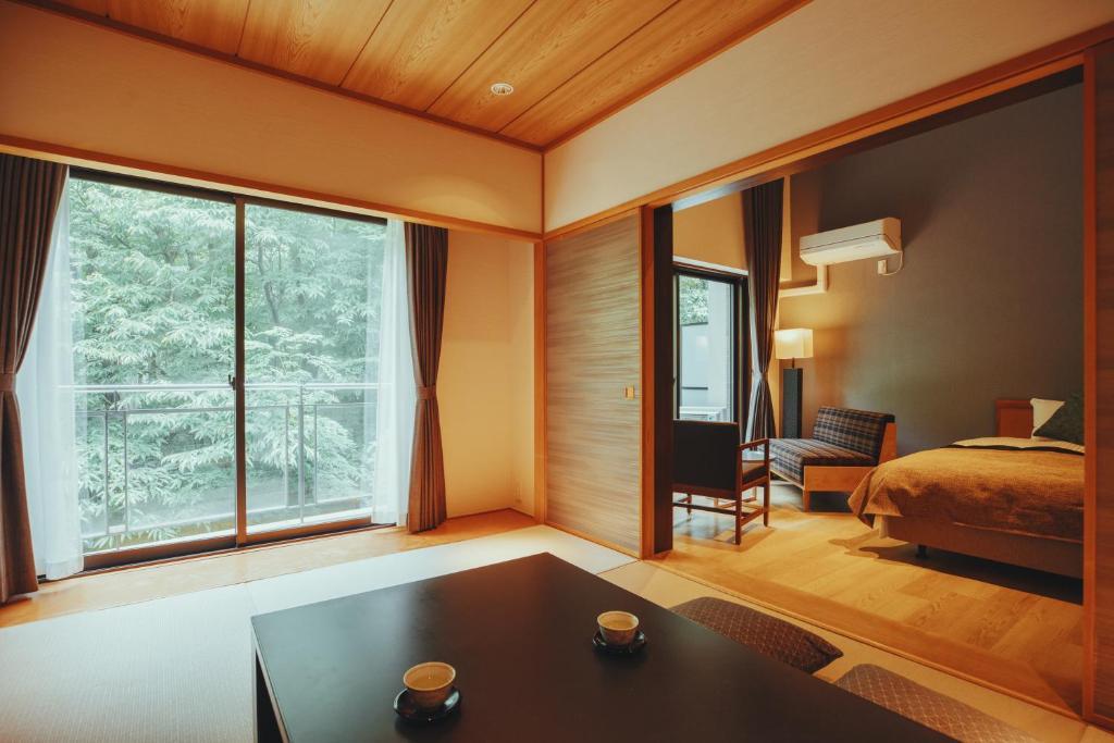 ポイント2.秘密基地のような森の中の客室