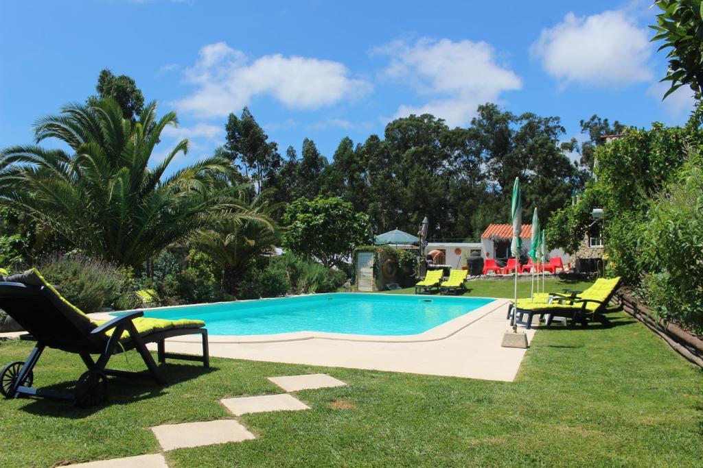 The swimming pool at or near Quinta Da vida Serena