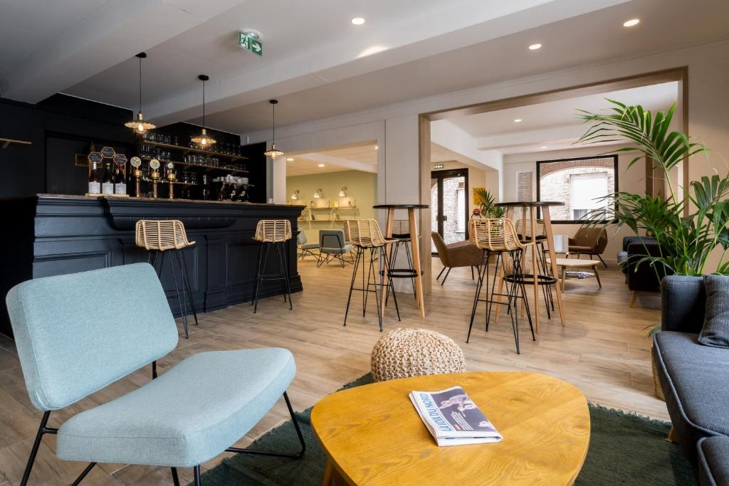 Loungen eller baren på Logis hôtel du Beffroi Gravelines Dunkerque