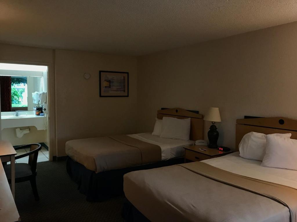 Vista Inn & Suites Tampa, FL - Booking.com