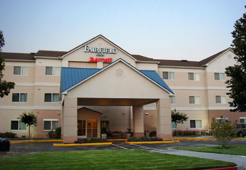 Gallery image of this property Fairfield Inn