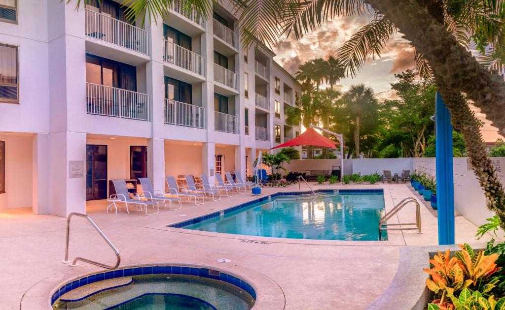 The swimming pool at or near Courtyard by Marriott - Naples