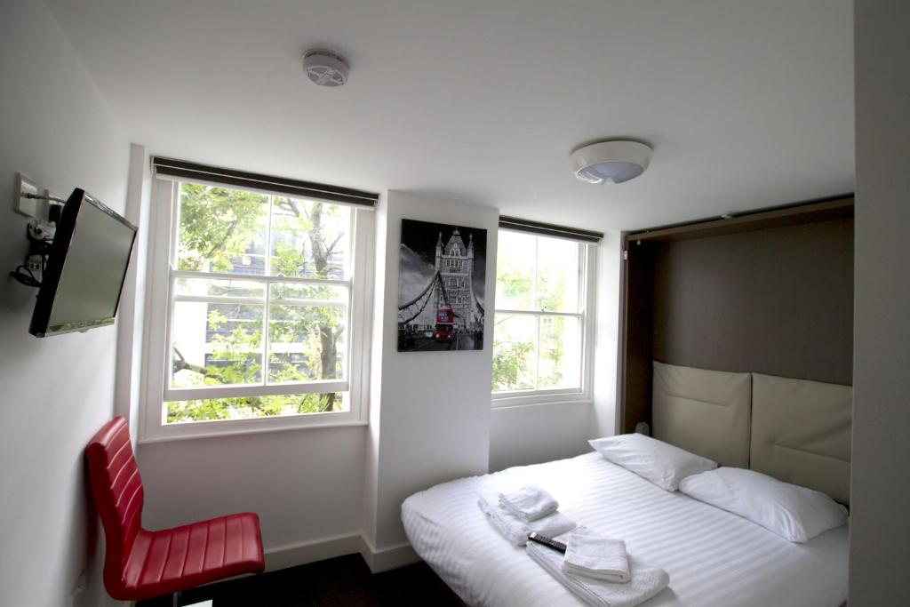 A bed or beds in a room at Charlotte Street Rooms by Allô Housing