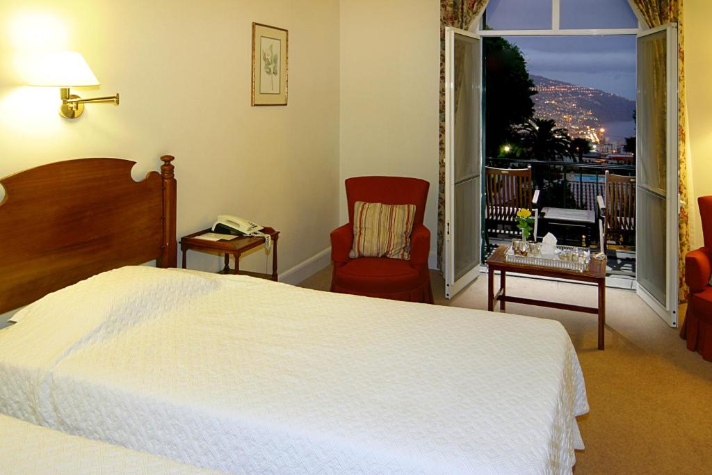 Luxurioese Bilder Von Antiker Kleiderschrank Fuer Elegantes Zimmer , Hotel Quinta Da Bela Vista Portugal Funchal Booking
