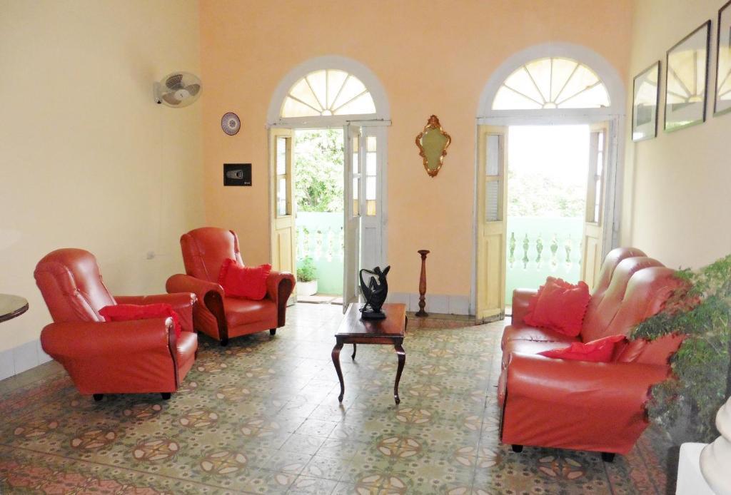 A seating area at Atico Havana