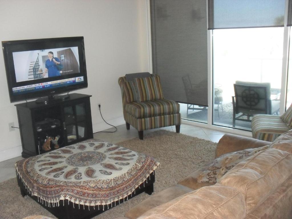 A seating area at Diamond Beach 316