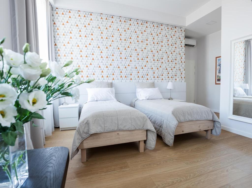 En eller flere senger på et rom på Apple Inn