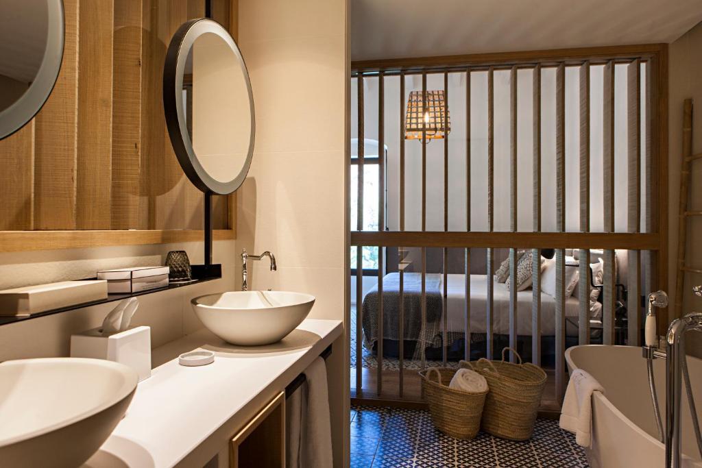 hoteles con encanto en tarragona  256