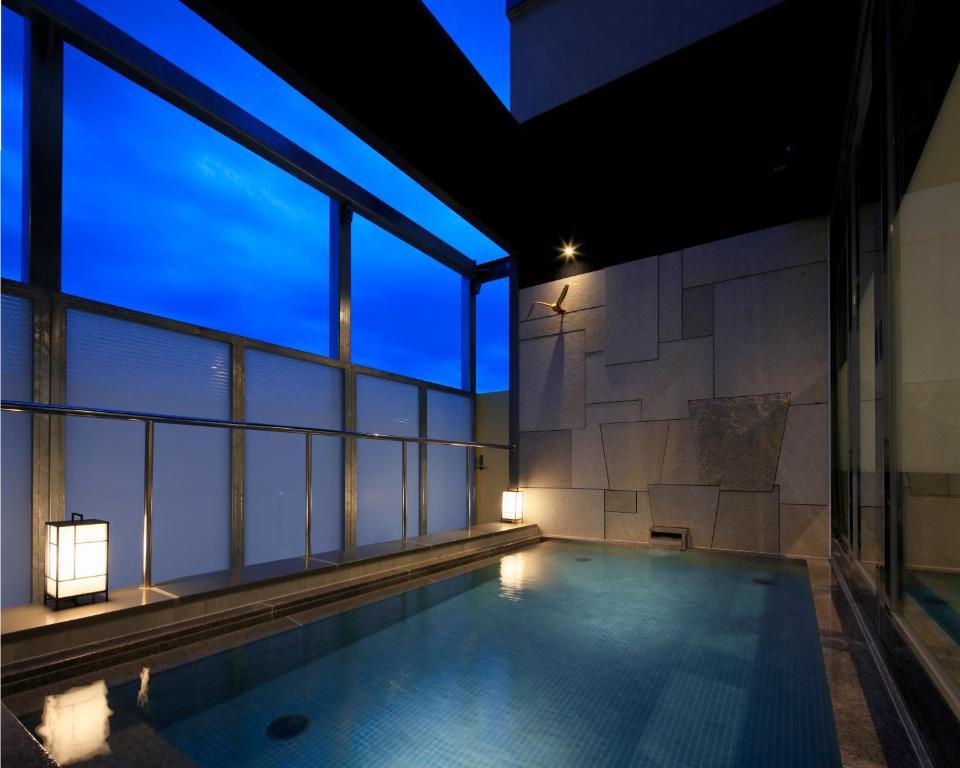 ポイント1.美しい都市の星空を眺められる展望露天風呂