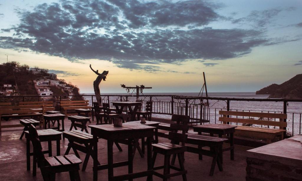 Um restaurante ou outro lugar para comer em Hotel Mirador de Taganga