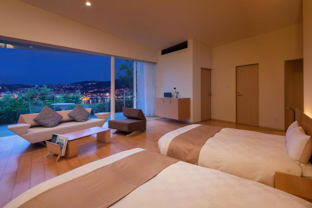 ポイント1.絵画のような景色を望む客室