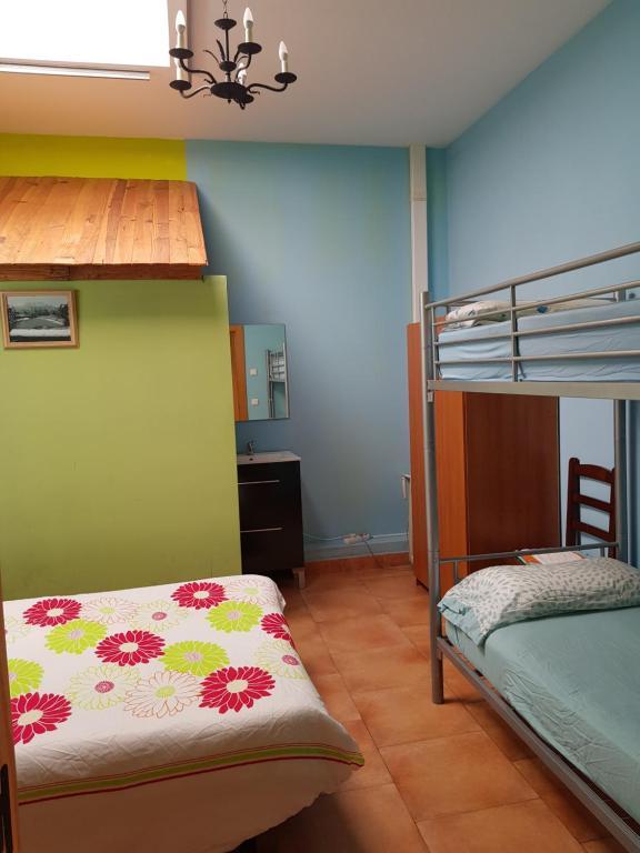 A bunk bed or bunk beds in a room at Kortarixar