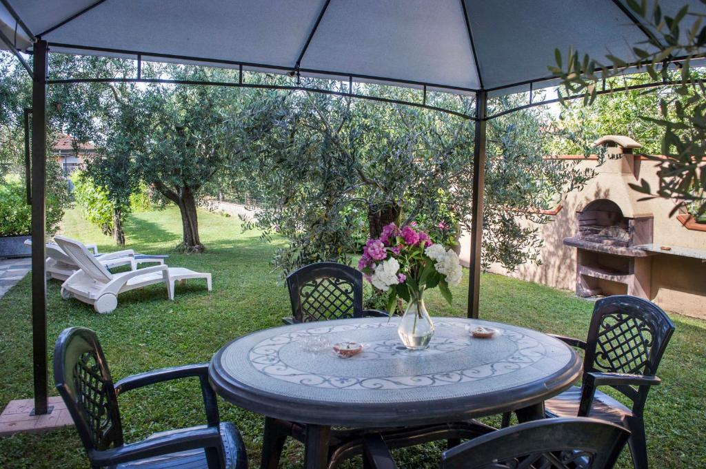 Nel giardino degli ulivi castelnuovo magra prezzi for Il giardino degli ulivi monteviale