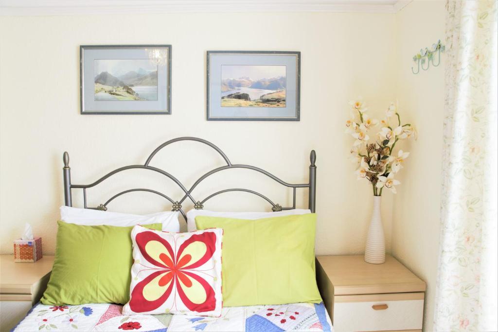 Ein Bett oder Betten in einem Zimmer der Unterkunft The Witterings Double room Bed and Breakfast