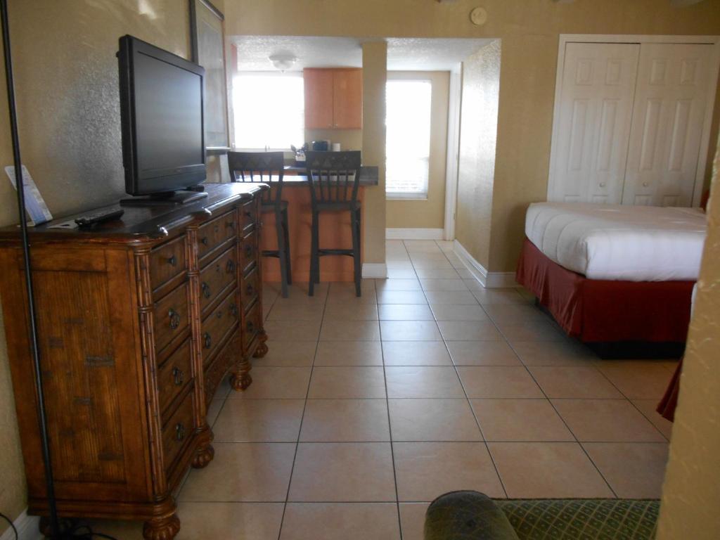 Bayside Inn and Marina, St. Pete Beach, FL - Booking.com