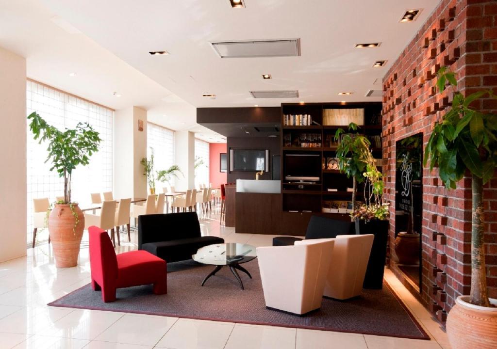 ポイント2.開放感のあるカフェとメモリアルショップ